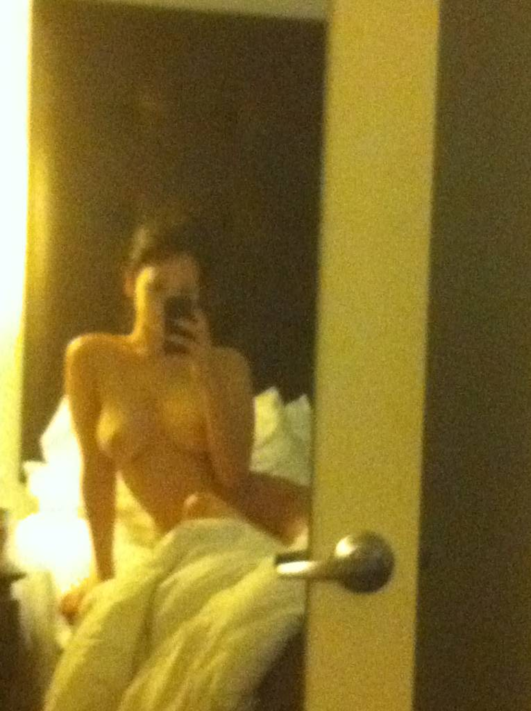 naked mirror picture of vagina