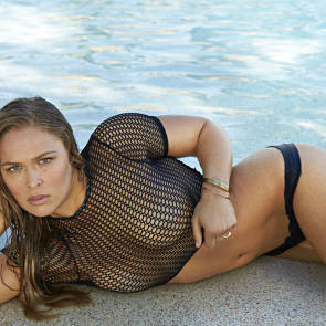 Ronda Rousey Sexy In Water