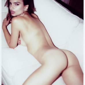 Emily Ratajkowski ass spead