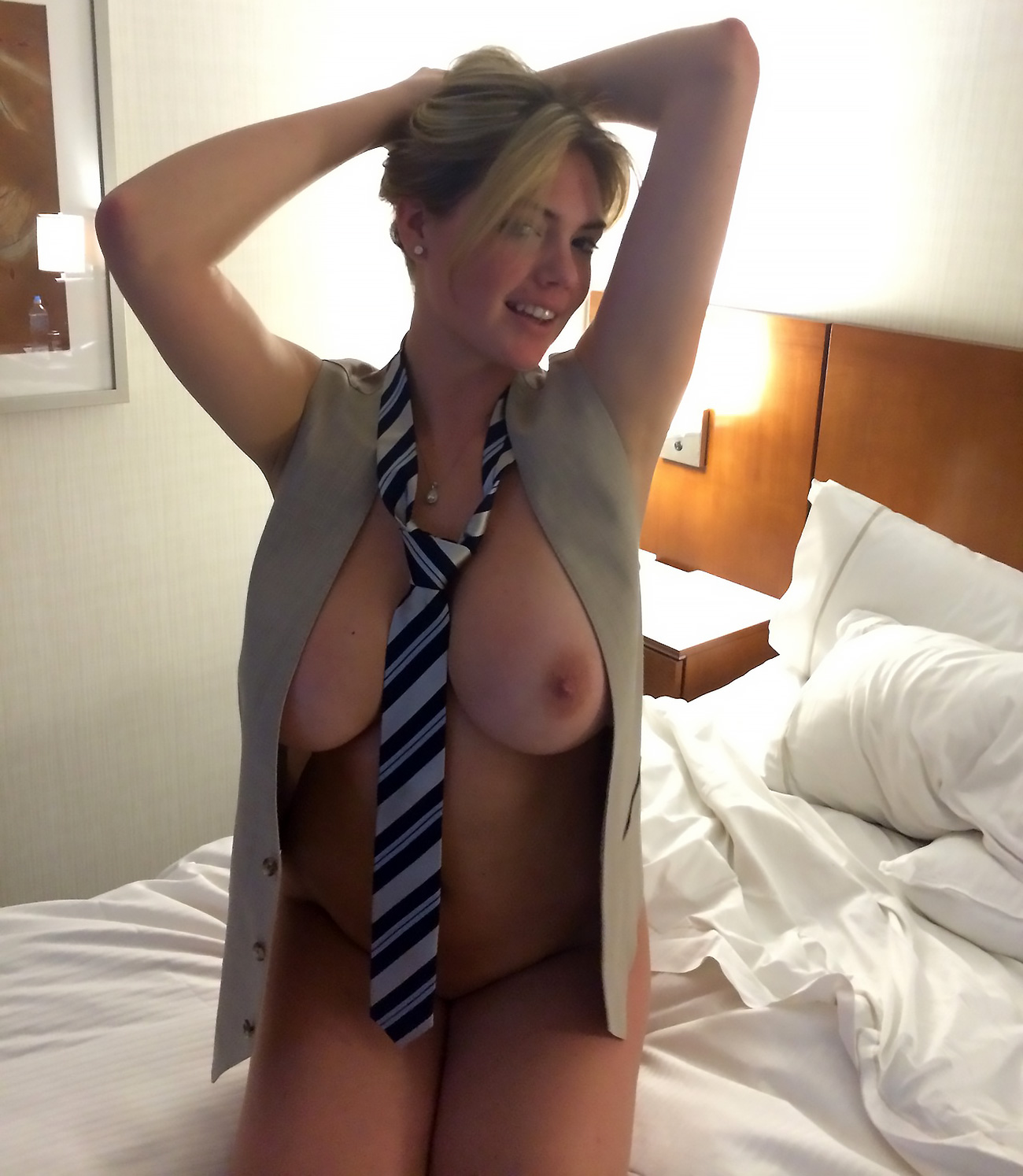 Hot wife tied nude