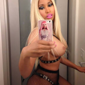 nicki minaj nude mirror right side boob