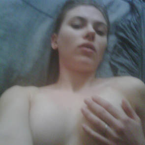 scarlett johansson in bed selfie