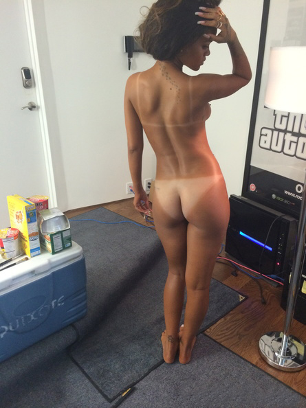 Nude photos of rhianna