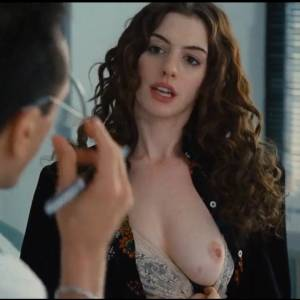 "Anne Hathaway Naked in ""Love And Other Drugs"" Movie"