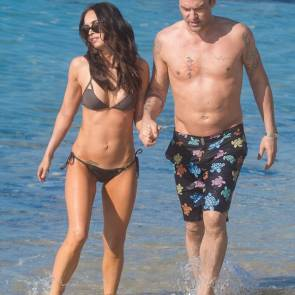 Megan Fox Holding hands With her boyfriend at beach