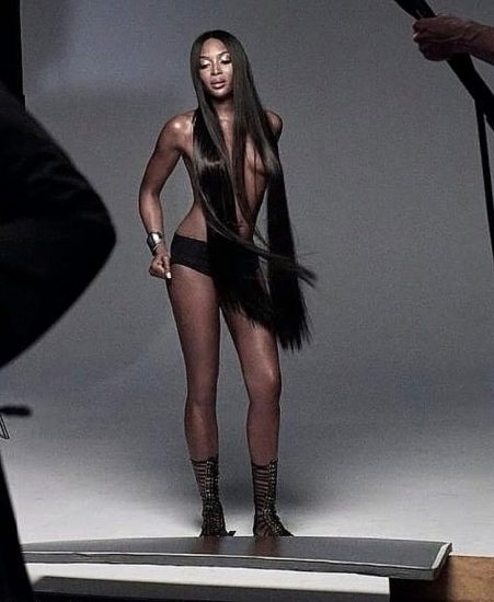 Naomi Campbell NUDE Pics & Topless Sexy Images Collection 15