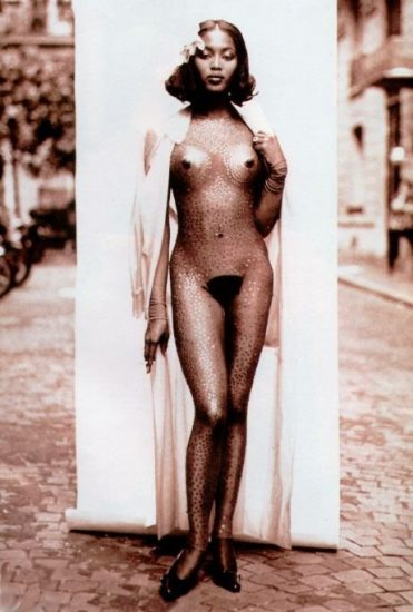 naomi campbell completely naked standing on the street