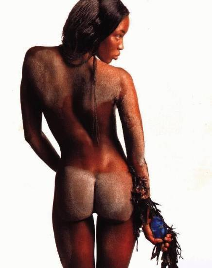 naomi campbell from behind and her ass covered with sand