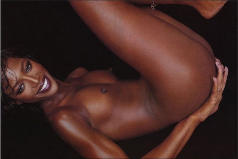 naomi campbell in full nude touching her ass