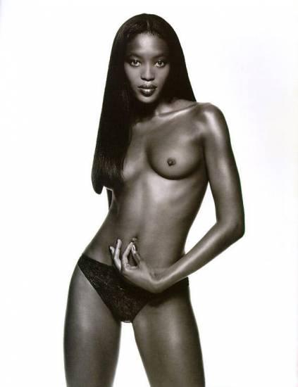 naomi campbell posing with naked boobs