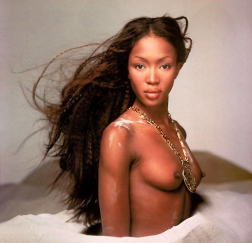 naomi campbell with her boobs in sand