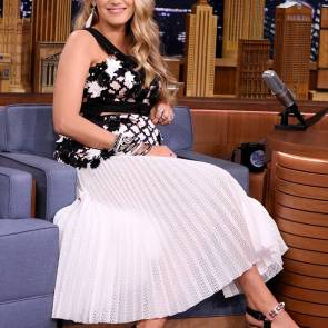 Blake Lively Pregnant Can't Stand The Heat