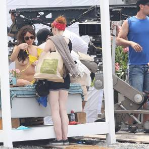 dakota johnson taking of her top and showing her tits