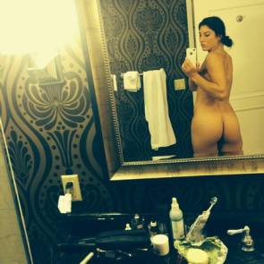Hope Solo taking picture of her ass in the mirror