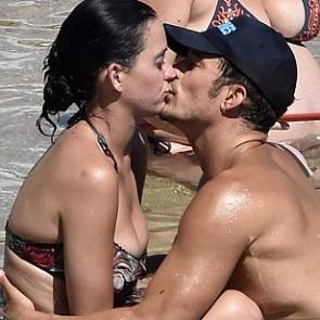 Katy Perry And Orlando Bloom Kissing
