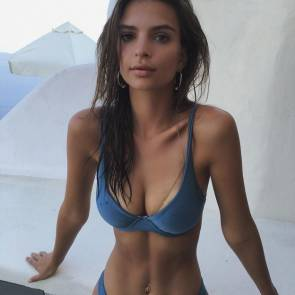 emily ratajkowski sexy body in bikini