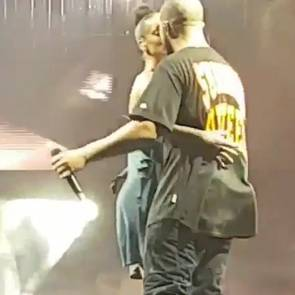 Rihanna And Drake Kissing On Stage