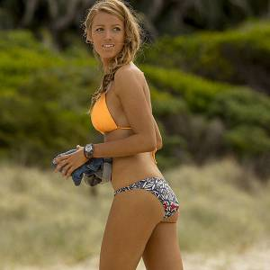 Blake Lively Bikini Behind The Scenes In The Shallows Movie