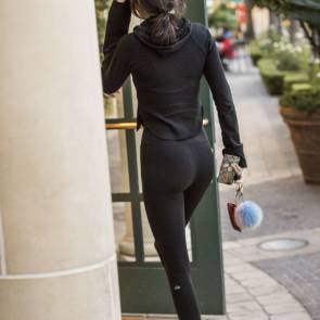 Kendall Jenner In Sexy Leggings
