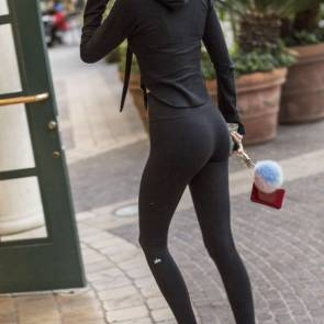 Kendall Jenner ass in tights