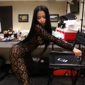 Nicki Minaj Twerking In Backstage