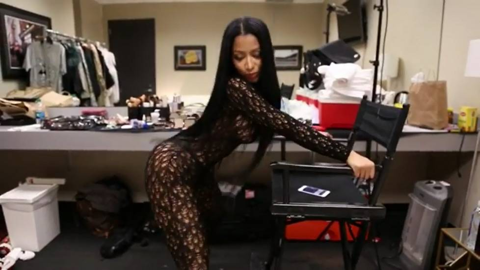 Minaj twerking instagram nicki