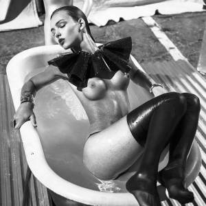 Rachael Leigh Cook Nude Photoshoot