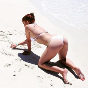 Ariel Winter hot in bikini