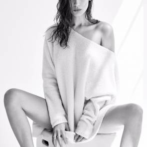 Bella Hadid only in jumper