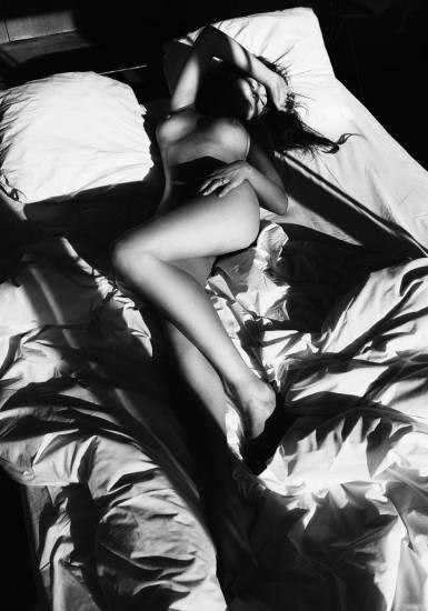 Chrissy Teigen sexy in bed