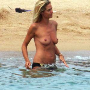 Heidi Klum Topless On Beach