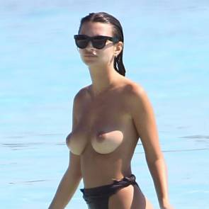 emily ratajkowski topless at the beach