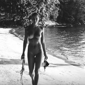 Genevieve Morton waling naked ah the beach