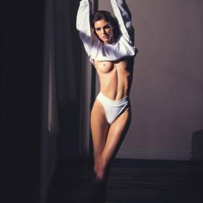 Hilary Rhoda naked tits