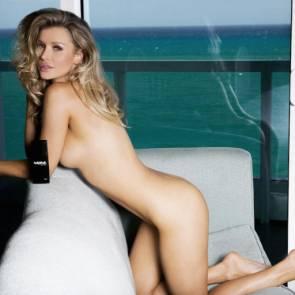 Joanna Krupa bent over