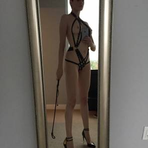 Rose McGowan BDSM outfit in mirror photo