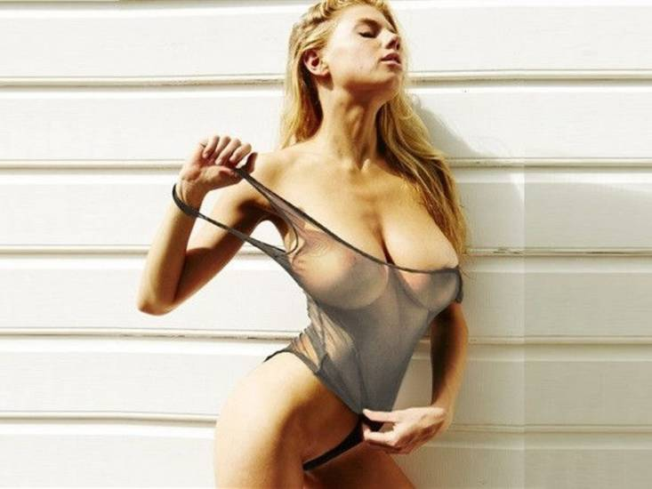 Charlotte McKinney hot in bikini
