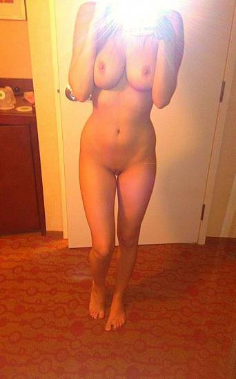 Charlotte McKinney nude leaked photo