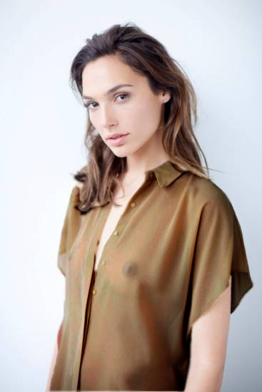 Gal Gadot Boobs In Sheer Shirt