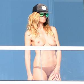 Heidi Klum showing her boobs on balcony