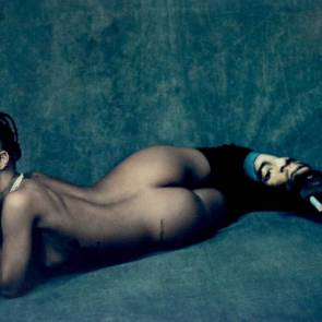 Rihanna-naked-ass-for-anti-tour-book-775×550