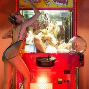 8-Miley-Cyrus-Plastik-Magazine-7