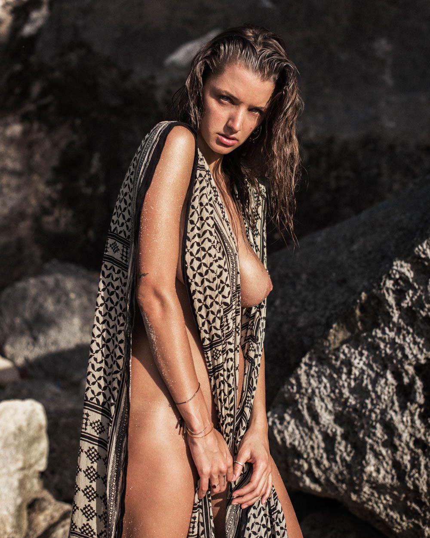 Alyssa Arce Naked Video model alyssa arce naked posing on the beach - scandal planet