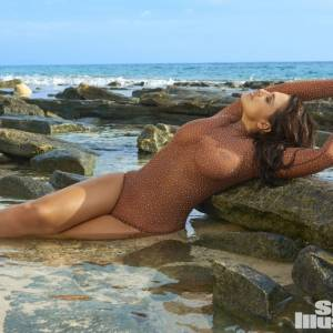 Ashley Graham Sexy In Bikini For Sports Illustrated