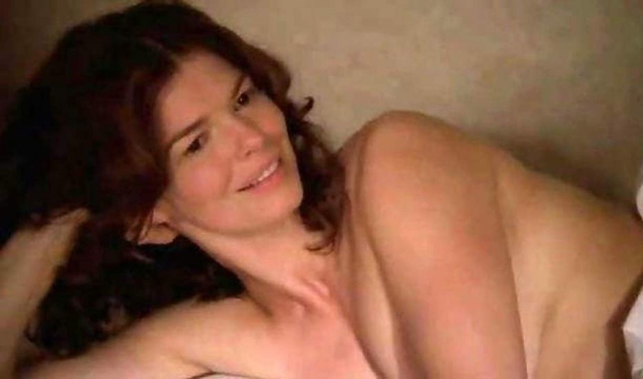 Jeanne Tripplehorn topless in bed