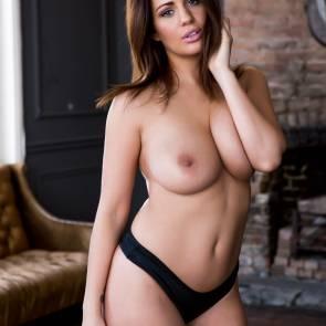 02-Holly-Peers-topless