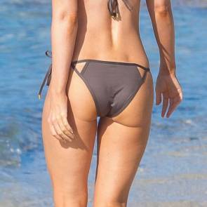 07-Megan-Fox-Cameltoe-in-Bikini