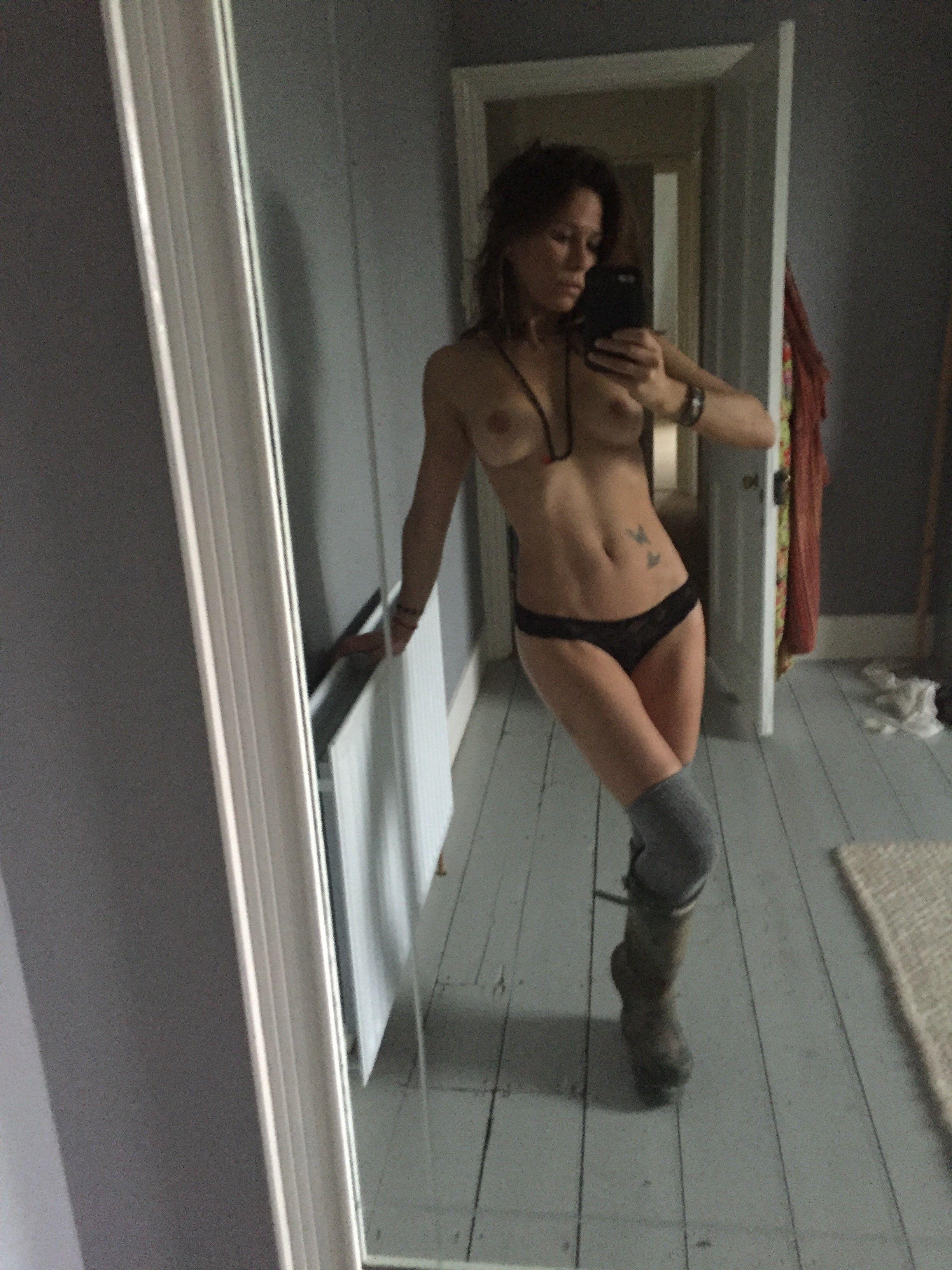 Rhona Mitra naked mirror selfie
