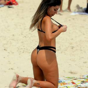 Liziane Gutierrez Nude Boob Slipped On The Beach