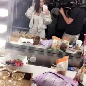 05-Kim-Kardashian-mirror